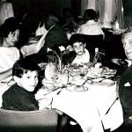 Paul et Madd Nelson avec leurs fils. 1960